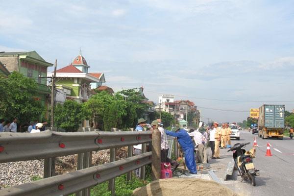 Hàng rào ngăn cách đường bộ - đường sắt trên QL21 đoạn qua Nam Định