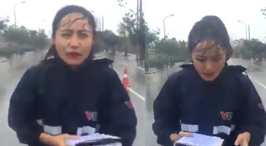 """Trong tình hình bão số 3 có nhiều diễn biến phức tạp, mưa to, gió mạnh ảnh hưởng đến nhiều tỉnh thành miền Bắc, ngoài những thông tin mới nóng liên tục được cập nhật, khán giả, cư dân mạng Việt còn quan tâm đến đoạn clip ghi lại cảnh tác nghiệp trong mưa bão của một nữ phóng viên VTV. Trong khung cảnh mưa gió ở Nam Định, nữ phóng viên Xuân Anh đứng cầm cuốn sổ trên tay và đọc thông tin về tình hình thời tiết... hình ảnh này nhanh chóng tạo ra một cuộc tranh cãi xoay quanh nghi vấn nữ phóng viên này đang cố ý """"làm màu""""."""