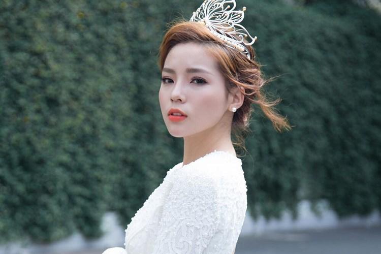 Sở dĩ một bộ phận fans quay lưng với Hoa hậu Việt Nam 2014 sau lùm xùm hút thuốc là vì cô một lần nữa phá vỡ sự tin tưởng của người hâm mộ vào lời hứa hẹn luôn nỗ lực hoàn thiện bản thân với cương vị hoa hậu.