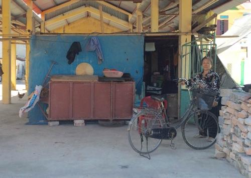 Trực Ninh: Bi kịch người phụ nữ 'tố' bị em ruột bạo hành, phải sống ở chợ