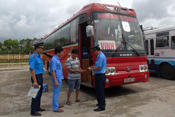 Thanh traSở GTVT Nam Định kiểm tra các điều kiện an toàn xe khách
