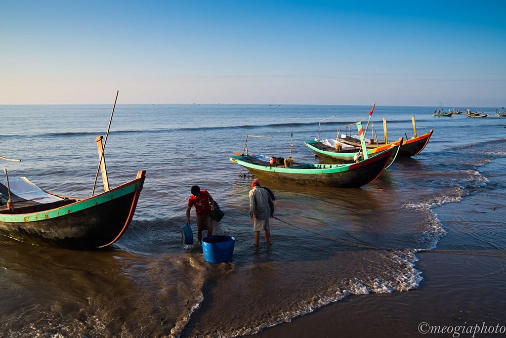 Cuộc sống thường ngày tần tảo của những người con miền biển Hải Hậu, Nam Định.