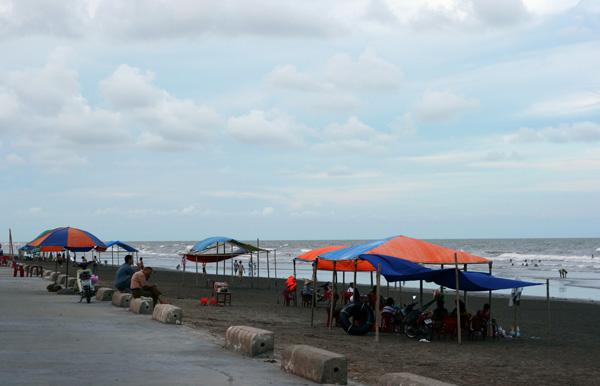 Bãi biển Thịnh Long.