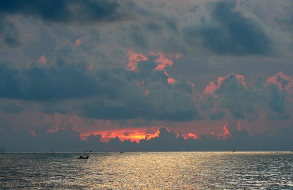 Bình minh biển Thịnh Long.