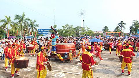 Biểu diễn trống hội cà rùng trong ngày hội VH-TT huyện Hải Hậu