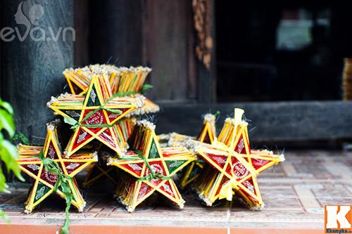 Những ngày này, có mặt tại làng Báo Đáp (Nam Trực, Nam Định), từ đầu làng đến cuối làng đều tràn ngập đèn ông sao.