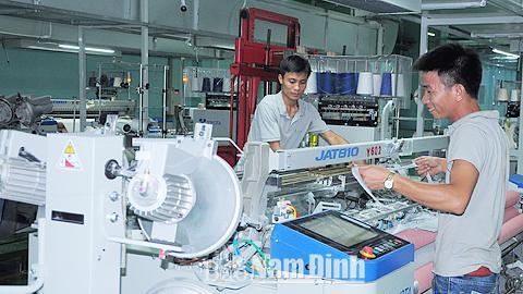 Trung tâm tư vấn và hỗ trợ đầu tư KCN phối hợp với Cty CP Dệt nhuộm Thiên Nam - Sunrise (KCN Bảo Minh) bố trí hợp lý dây chuyền sản xuất nhằm tăng năng suất lao động và nâng cao hiệu quả quản lý.