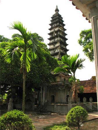 Ngọn tháp này được các nhà khoa học ước tính nặng khoảng 700 tấn.