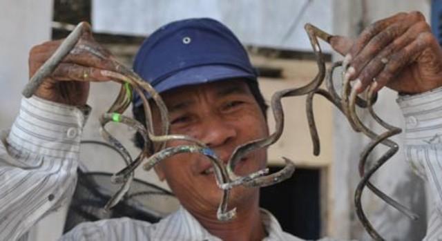"""Cận cảnh bộ """"móng tay quỷ"""" của người đàn ông ở Nam Định"""