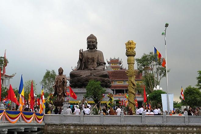 Tượng Phật Thích Ca Mâu Ni được đánh giá là tượng phật đồng lớn nhất Đông Nam Á hiện nay.