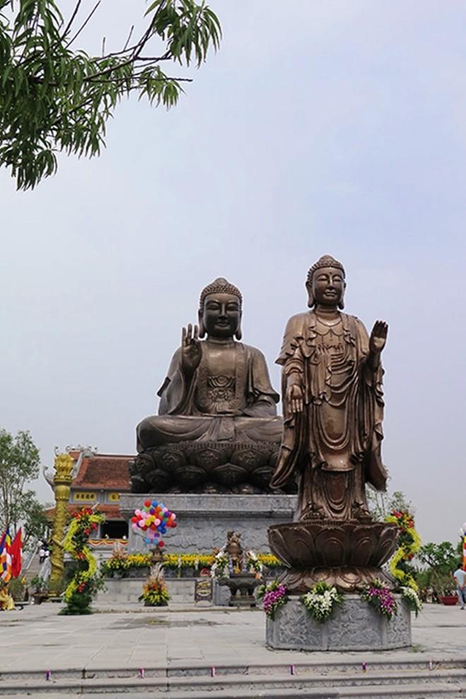 Tượng Phật Thích Ca Mâu Ni do Tập đoàn Nam Cường đứng ra thực hiện và thành tâm cung hiến Tượng Phật đặt tại chùa Thiên Trường.