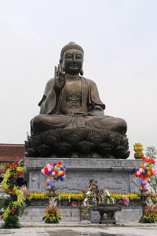 Tượng Phật có trọng lượng 150 tấn với giá trị thực gần 80 tỷ đồng.