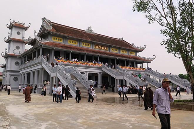 Toà đại bảo của Đại hùng Bảo điện Trúc Lâm Thiên Trường.