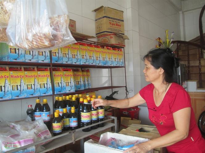 Chủ cửa hàng Phương Nhàn rất vui vì sản phẩm được nhiều người dân tin dùng.