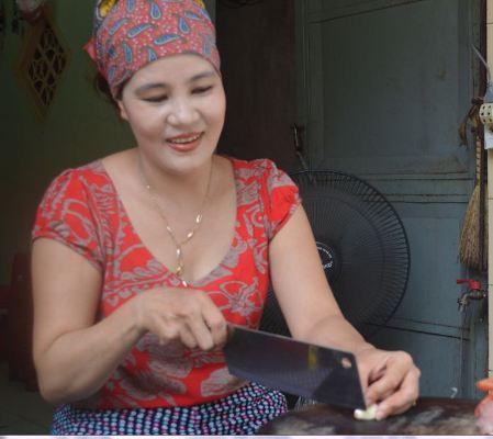 Cháu ngoại cụ Tặng, chị Lê Thị Thu Hà