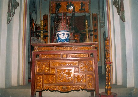 Ban thờ tiền đường Đình làng Đan Phượng