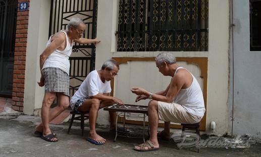 Người cao tuổi trong KDC được sống trong cảnh yên bình.