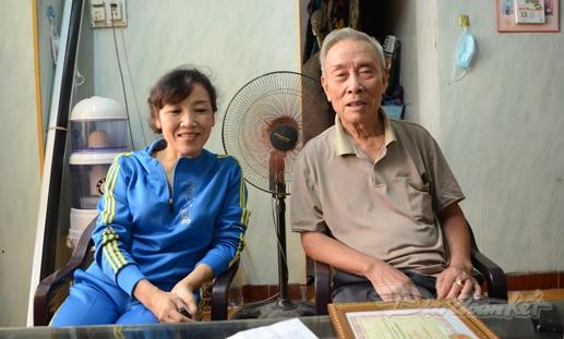 Tổ trưởng tổ dân phố số 5 Nguyễn Viết Túc, Trưởng Ban CTMT Đỗ Thị Lan Thanh chia sẻ về cuộc sống ở KDC .