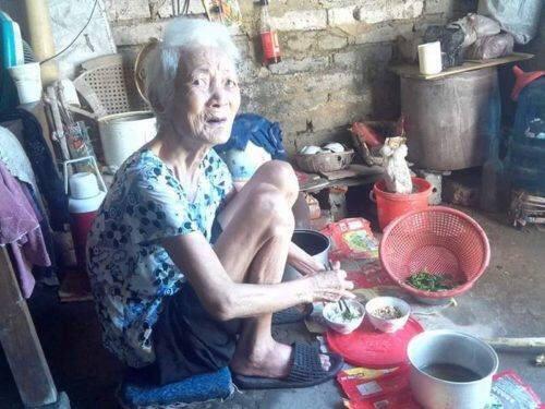 Rơi nước mắt nhìn cụ bà 95 tuổi sống cô đơn tại Ý Yên Nam Định