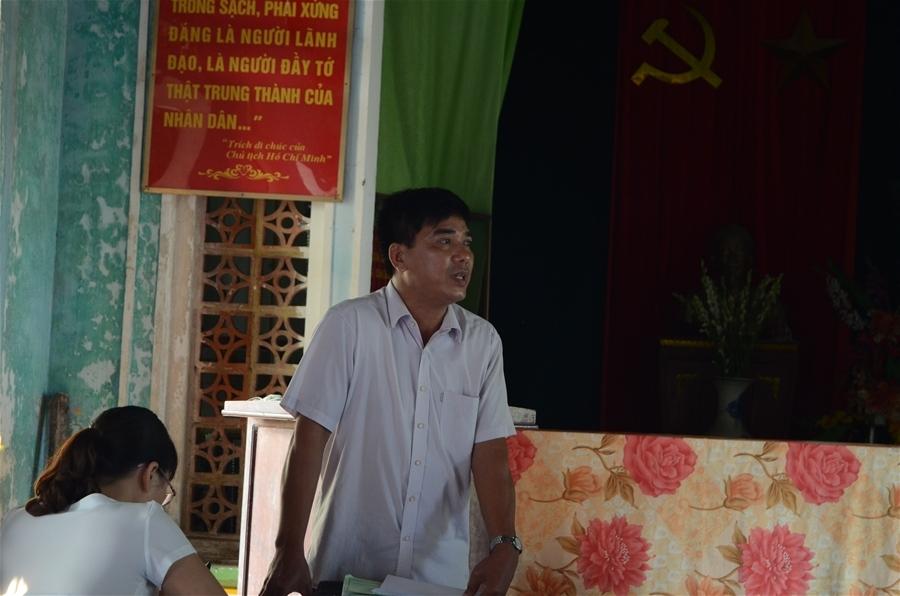 Bị người dân phản đối, ông Phạm Văn Tùng-Giám đốc Công ty Tùng Dương đã không thể báo cáo phương án bảo vệ môi trường của Công ty.