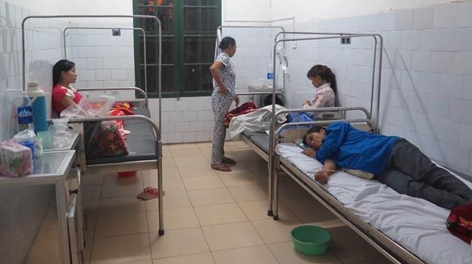 Cơ quan chức năng xác định, hơn 100 khách mời đám cỗ và đám cưới ở Nam Định ngộ độc thực phẩm vì món bánh dày và giò nạc.