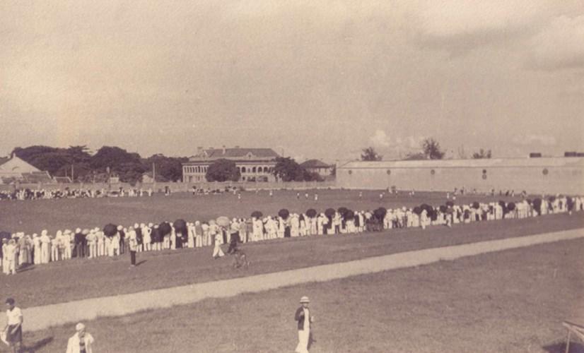 Sân vận động của nhà máy dệt.