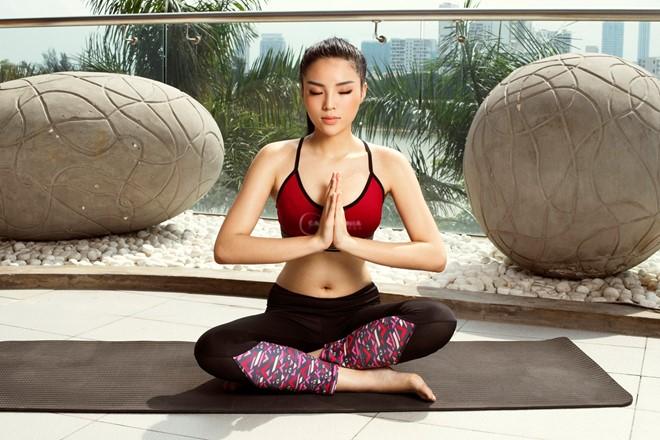 Kỳ Duyên chăm chỉ tập yoga để tìm sự ổn định trong cơ thể lẫn tinh thần. Ảnh: Milor Trần.