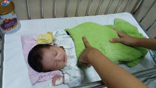 Hơn 10 ngày tuổi, bé Huệ phát triển bình thường trong tình yêu thương của những người không phải máu mủ ruột thịt