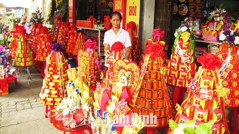 Các cửa hàng cung ứng dịch vụ cưới hỏi trên phố Trần Hưng Đạo (TP Nam Định).