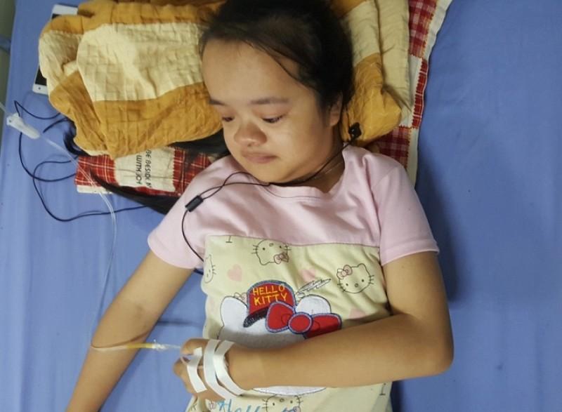 Bé Trâm hiện đang nằm điều trị tại Bệnh viện Răng Hàm mặt Trung ương