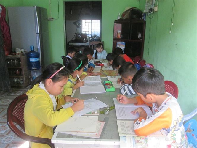 Lớp học chủ yếu là các em học sinh có hoàn cảnh khó khăn .