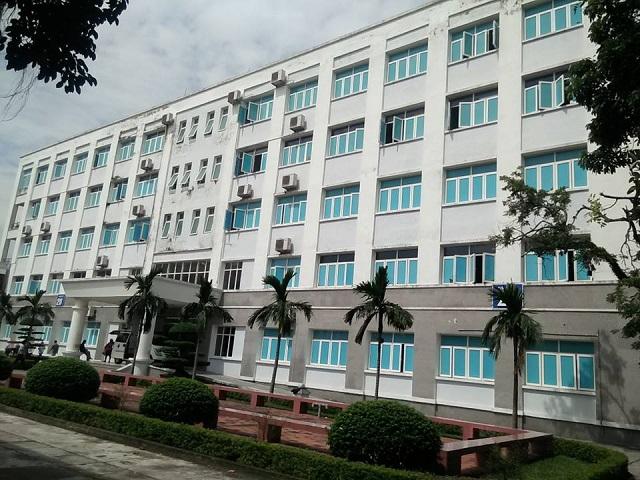 Khu nhà 5 tầng mới được xây dựng bằng nguồn vốn trái phiếu Chính phủ đã có dấu hiệu xuống cấp