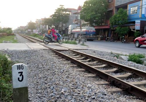 Hiện trường vụ tai nạn khiến một học sinh lớp 6 tử vong. Ảnh: Nguyễn Lành - TTXVN