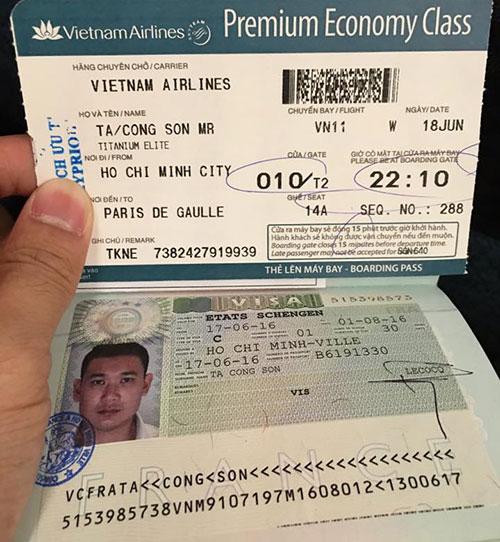 Kỳ Duyên và bạn trai cùng khoe hộ chiếu đi Pháp