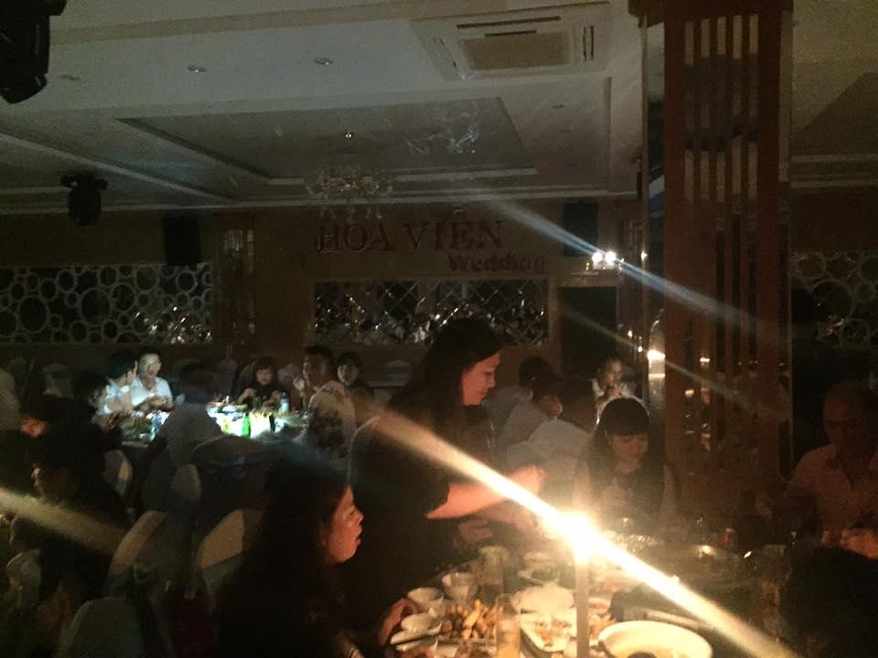Đám cưới trong nhà hàng ở Nam Định mất điện suốt 1 giờ.
