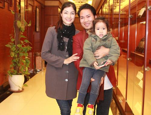 Danh hài cho biết gia đình anh có 2 con nhỏ nhưng phải tiêu pha đến 40 triệu đồng/tháng chưa kể phải đi du lịch hay mua sắm