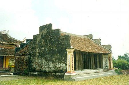 Mặt trước tòa tiền đường đền Hà Cát