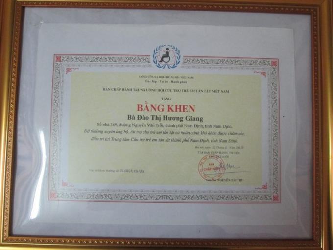 Bằng khen do Trung ương hội cứu trợ trẻ em tần tật Việt Nam tặng.
