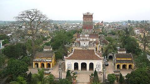 """Chùa Cổ Lễ hiệu """"Thần Quang Tự"""" , xây dựng từ thế kỷ 12 thời Lý Thần Tôn, thờ Phật và Đức Thánh Tổ Nguyễn Minh Không, Đức Thánh Tổ Nguyễn Minh Không."""