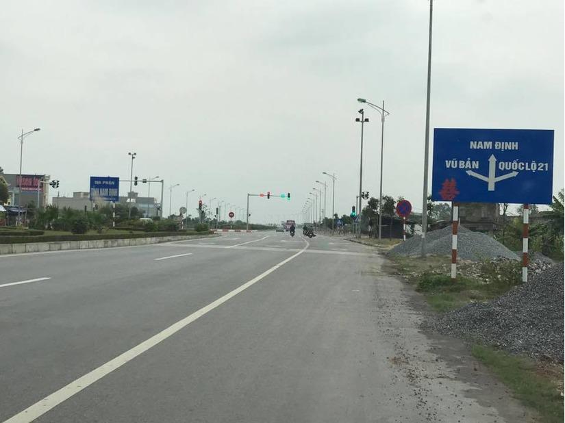 Khi tới biển thông báo cách Nam Định 12km, chuẩn bị rẽ phải sang đường 21. Ảnh FBNV