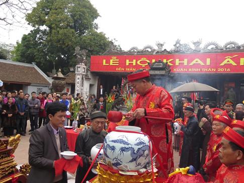 Nghi lễ rước nước - tế cá trong lễ hội đền Trần Nam Định
