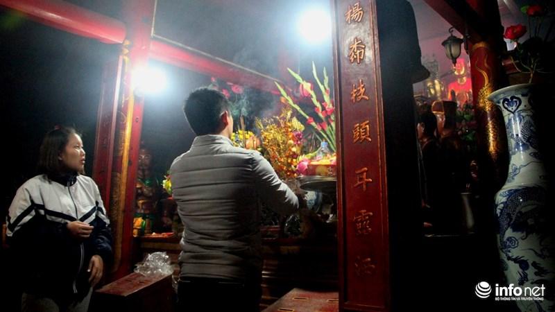 ... trong những ngày này chùa sẽ mở cửa suốt ngày để người dân tới vãn cảnh, cầu may...