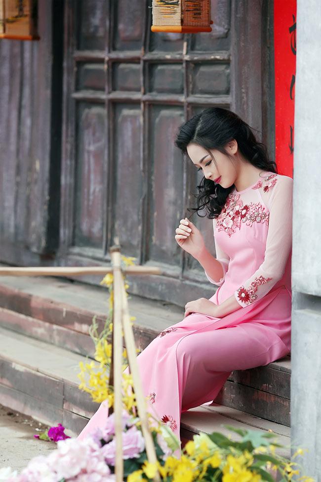 """May mắn được chọn tham gia chương trình """"Thay đổi cuộc sống"""" mùa 1, cô gái Nam Định đã """"lột xác"""" ngoạn mục, từ người có hàm răng hô xấu xí trở thành """"hot girl"""" sở hữu khuôn mặt nhiều người mơ ước."""