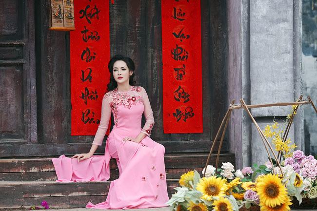"""Hình ảnh trước và sau khi """"tu sửa"""" nhan sắc của Thanh Quỳnh khiến dân mạng ngỡ ngàng."""