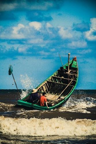 Ra biển từ lúc sáng sớm với những chiếc mủng (thuyền)...