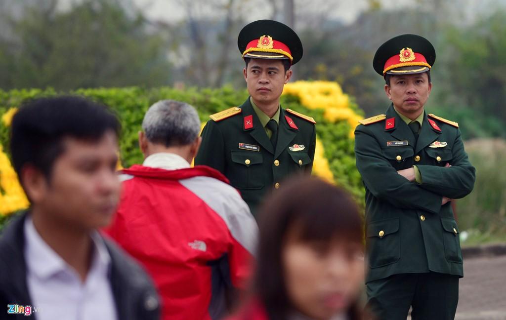 Lực lượng an ninh tăng cường làm việc từ sáng nay, nhằm đảm bảo an toàn cho mùa lễ hội Đền Trần 2017.