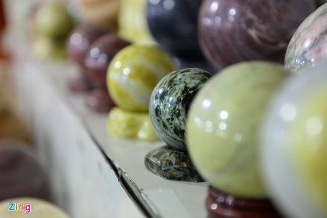 Một trong những loại đá quý khai thác từ vùng núi được anh Sơn bán với giá cao nhất 7,5 triệu đồng.