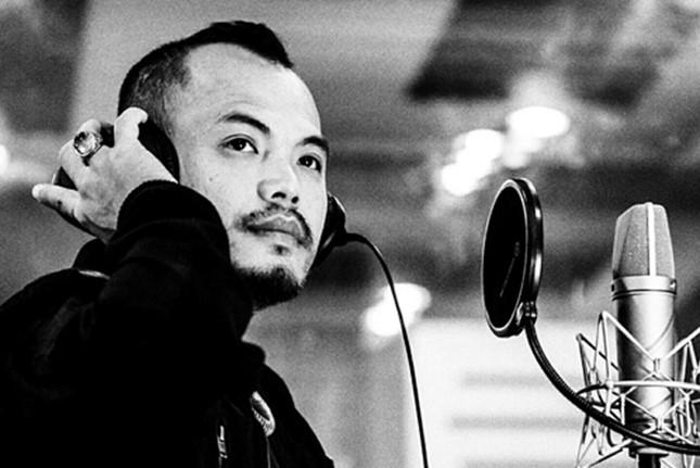 Khi còn sống, Trần Lập là giọng ca chính và sáng tác nhiều bài hát tạo nên tên tuổi nhóm Bức Tường.
