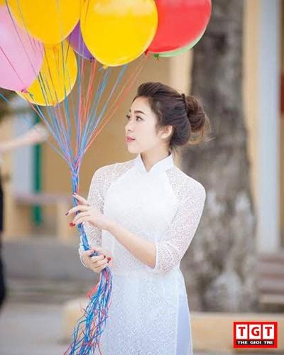 """Trương Phương Dung sinh năm 1999, hiện cô nàng đang là học sinh lớp 12 tại trường THPT Trần Hưng Đạo, thành phố Nam Định. Cô nàng sở hữu ngoại hình vô cùng xinh đẹp, khiến đa số mọi người tiếp xúc đều bị """"choáng ngợp"""" và có thiện cảm."""