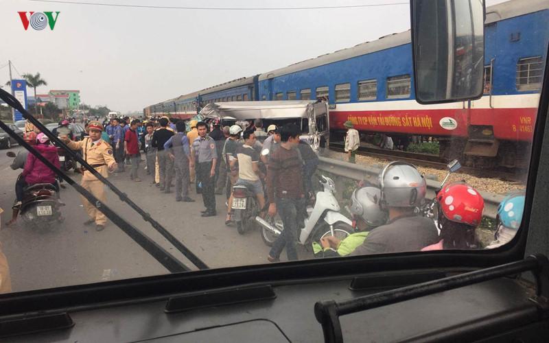 Công an tỉnh Nam Định cho biết, ngoài tài xế ôtô tử vong tại chỗ, 5 người khác bị thương nặng được đưa tới Bệnh viện Đa khoa Nam Định